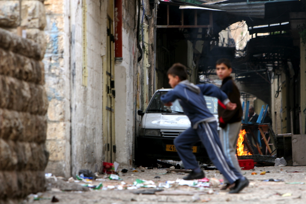 Palestinian children running Feb 9 07 08