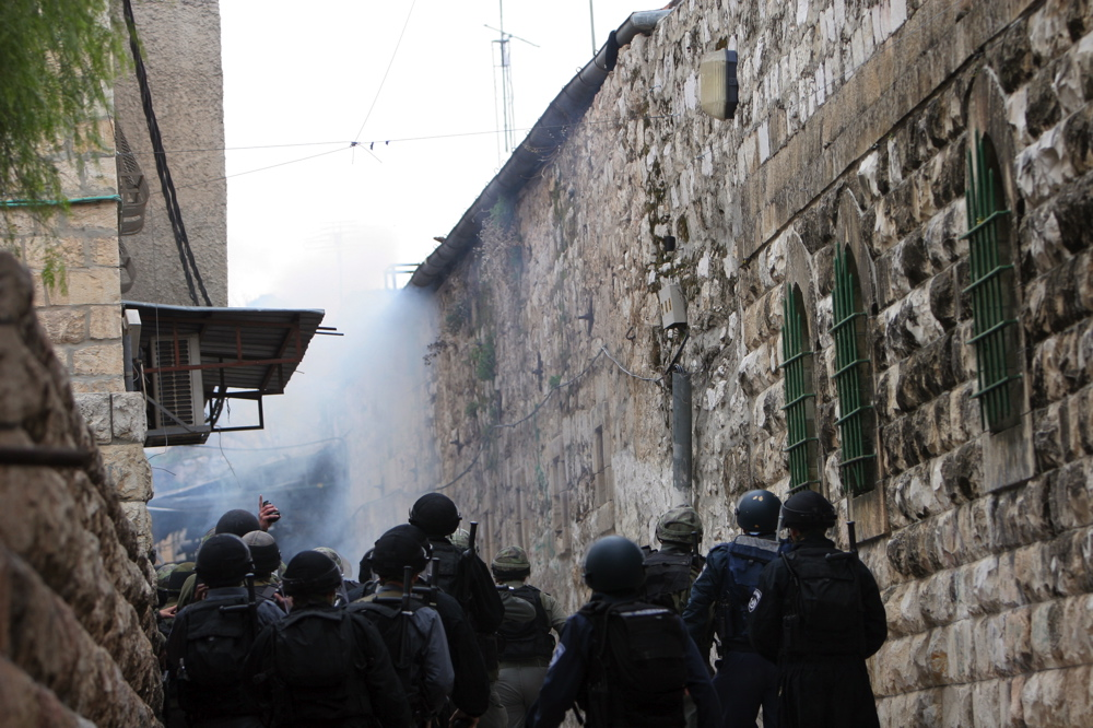Soldier throwing a stun grenade, Feb 9 07 10